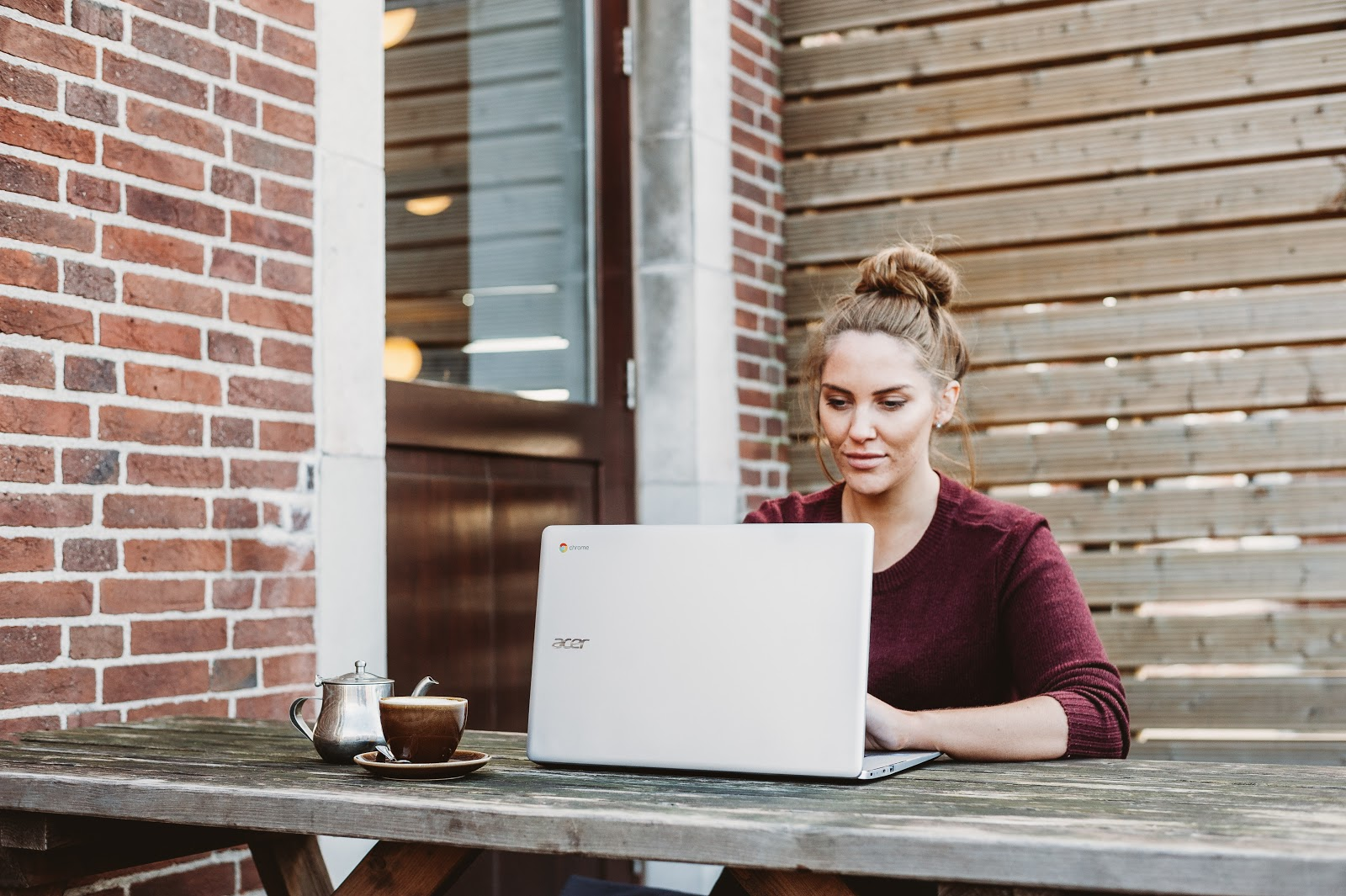 Woman working as a Clickworker on laptop
