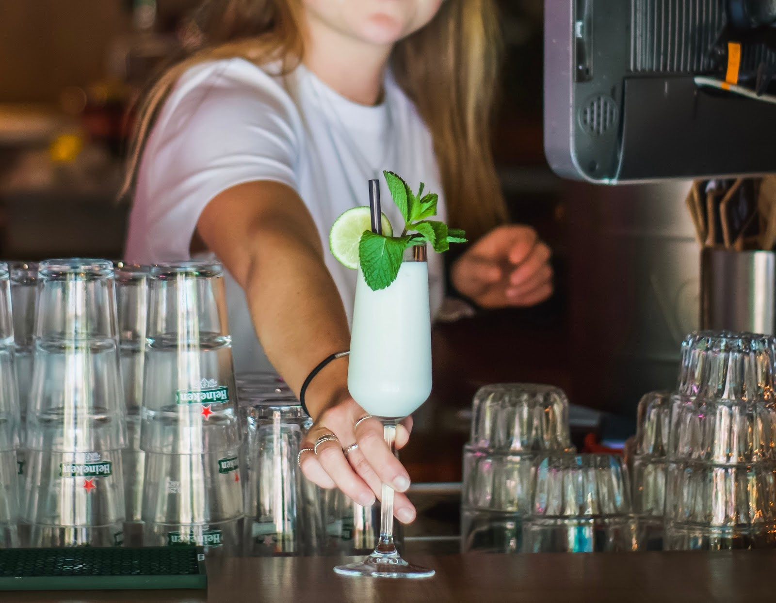 Bartending school can help you learn how to make a variety of cocktails